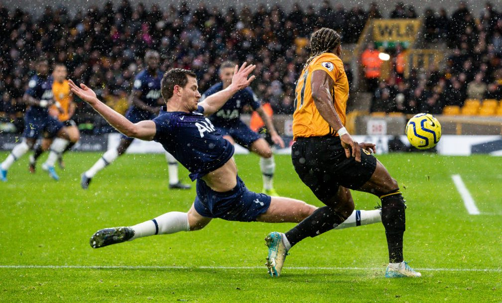 Spurs strike late to down Wolves in thriller