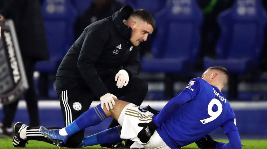 Leicester City's Vardy limps off pitch versus West Ham