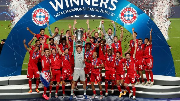 Bayern Munich trophy lift