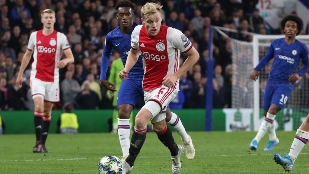Van de Beek to Manchester United official